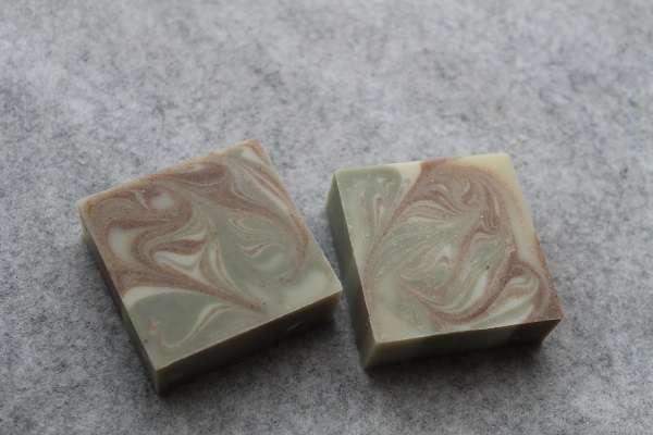20161213小豆とよもぎのスワール石けん(Red beans & Mugwort Swirl Soap)