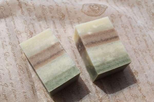 20170211小豆とよもぎの縞模様の石けん(Red beans & Mugwor Strip Soap)
