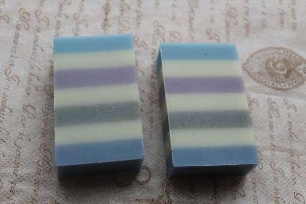 201711017色ストライプ石けん(7 Color Stripe Soap)