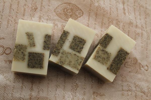 ローズマリーのコンフェッティ入り石けんrosemary confetti in soap