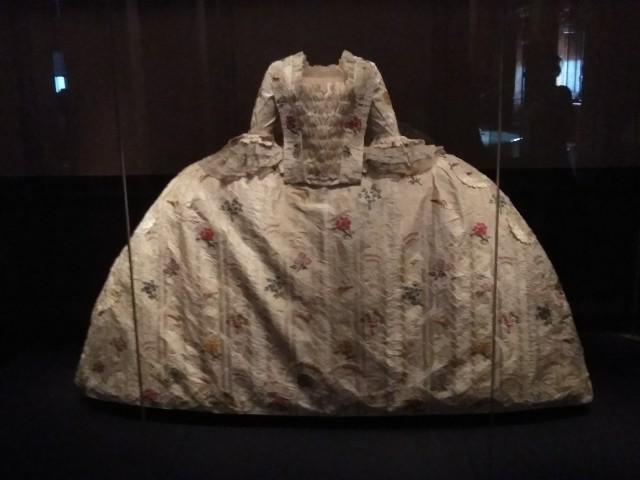 ケンジントン宮殿・キャロライン妃のドレス