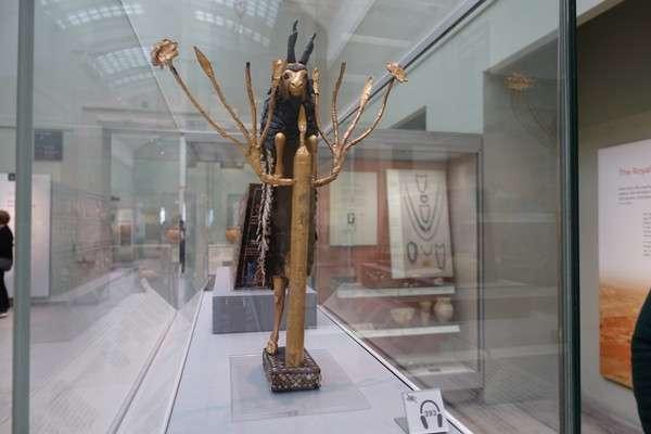 黄金の山羊の像