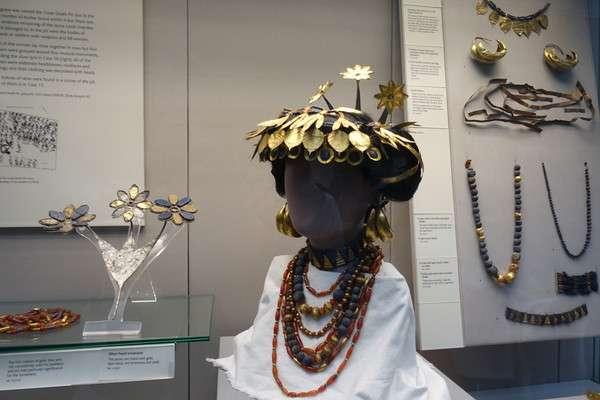 ウルの女性の頭飾り1