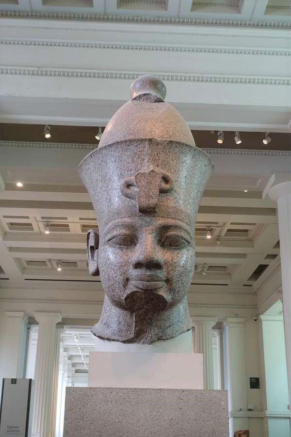 アメンホテプ3世の頭像