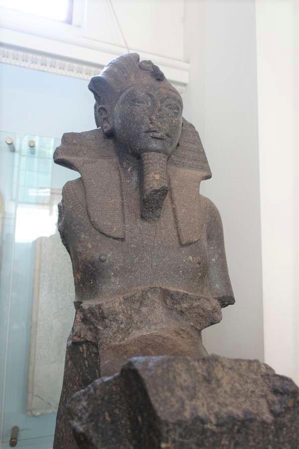 ツタンカーメン王の像