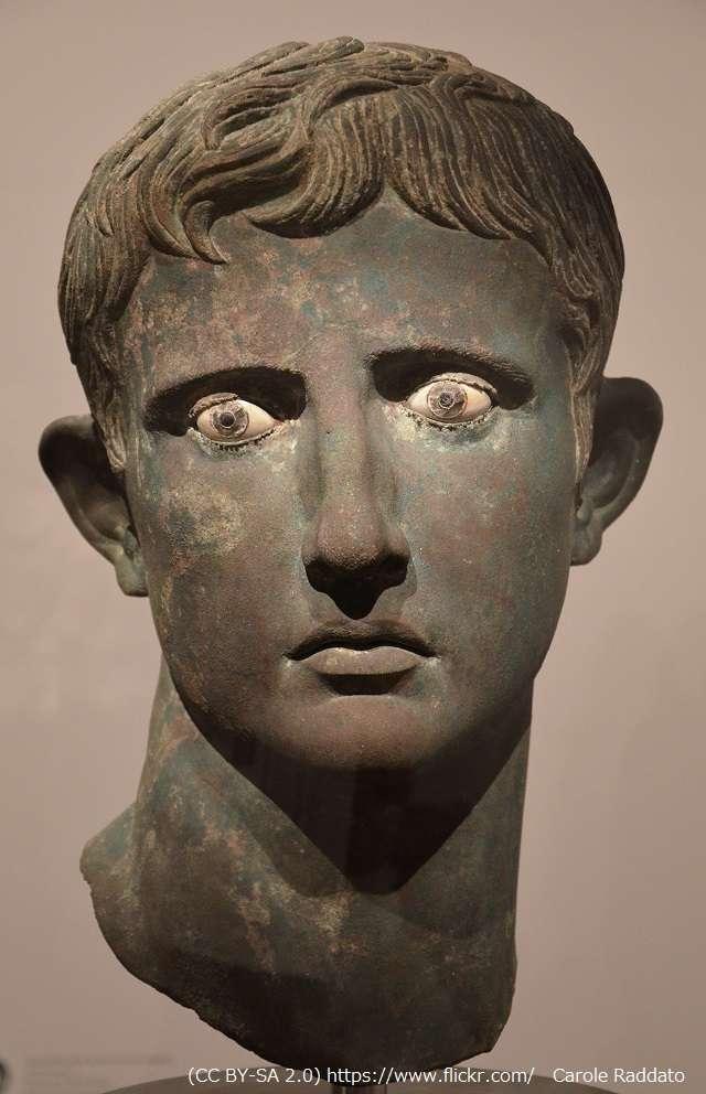 ローマ皇帝アウグストゥスの頭像