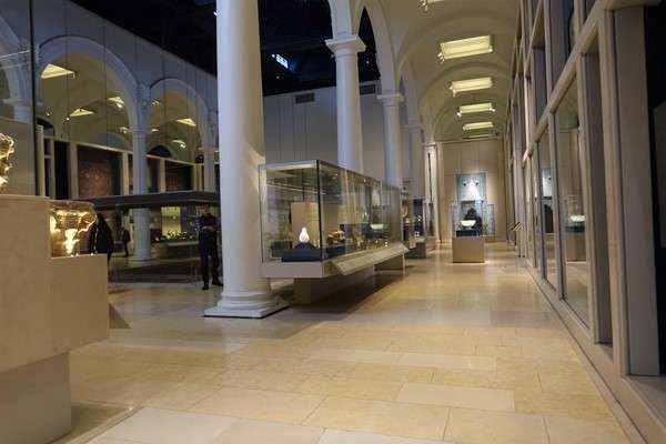 Victoria and Albert Museum 64