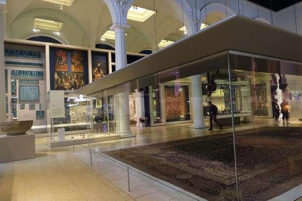 Victoria and Albert Museum 65