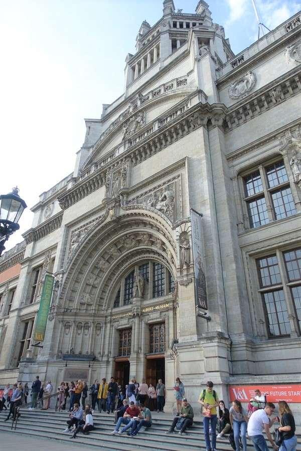 Victoria and Albert Museum 95