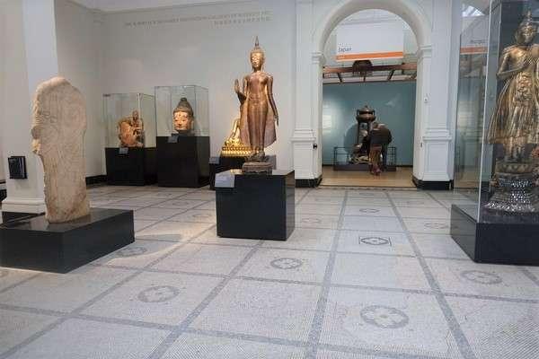Victoria and Albert Museum 77