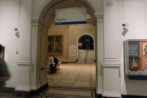 Victoria and Albert Museum 84