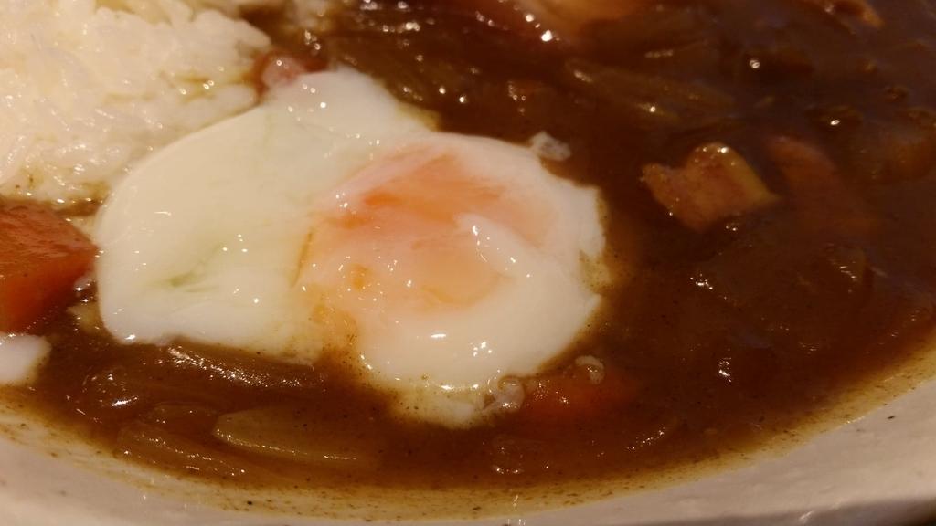 カレールーと卵のアップ
