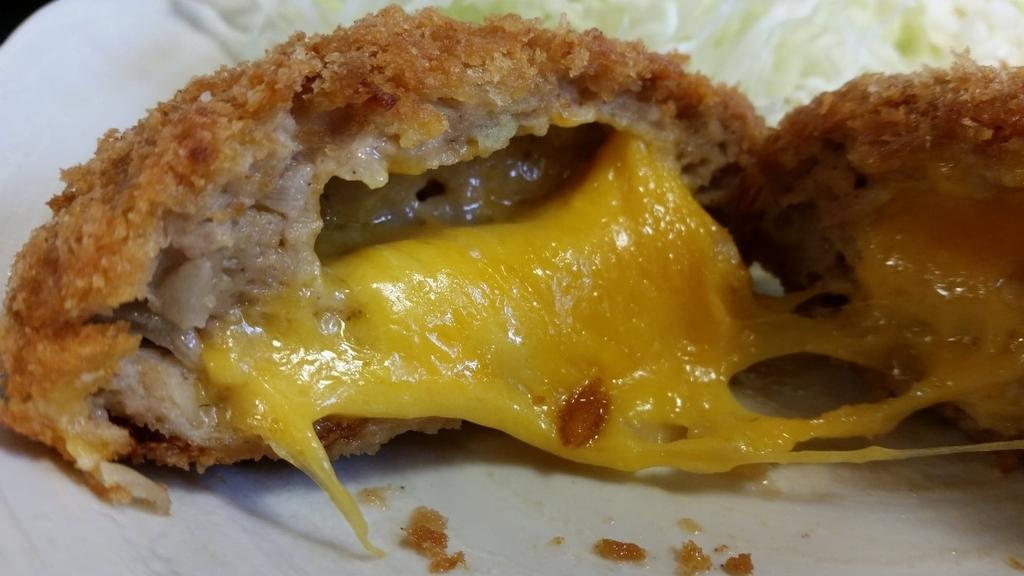 チーズメンチカツの断面