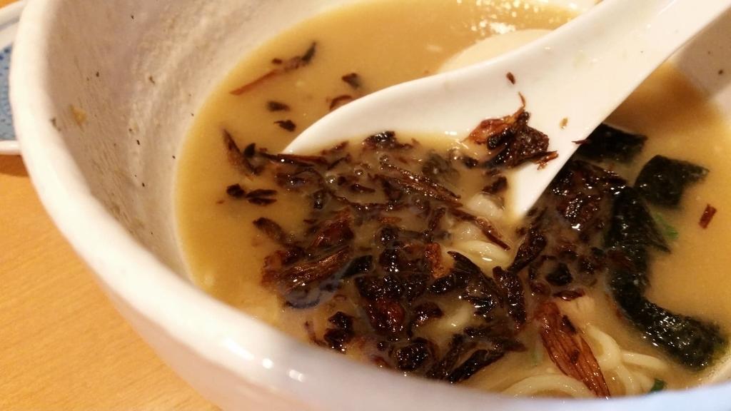 スープに入れた揚げネギ