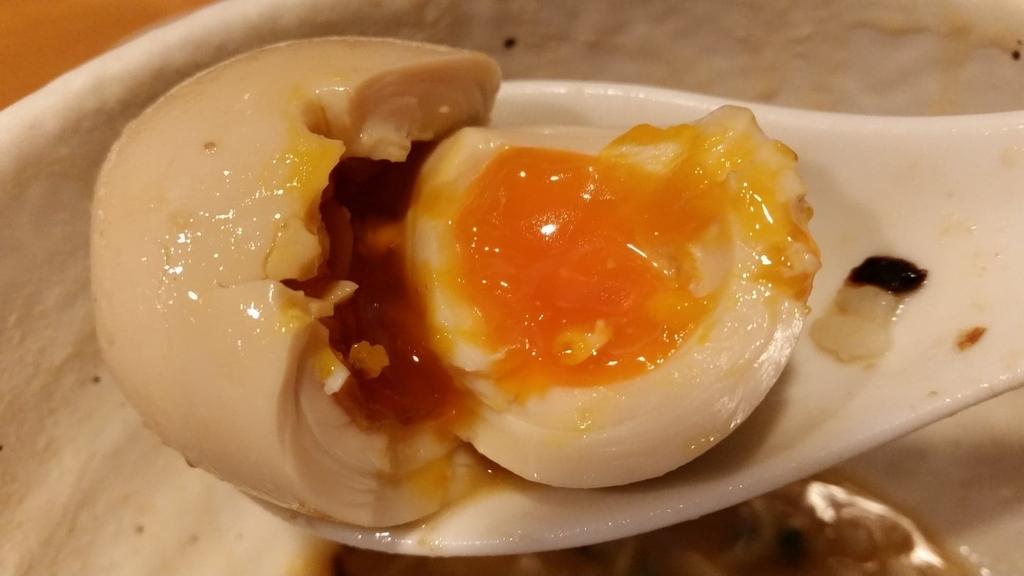 煮卵のアップ