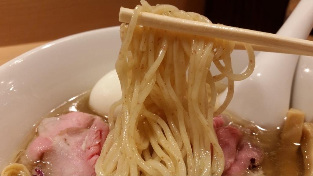 細麺のアップ