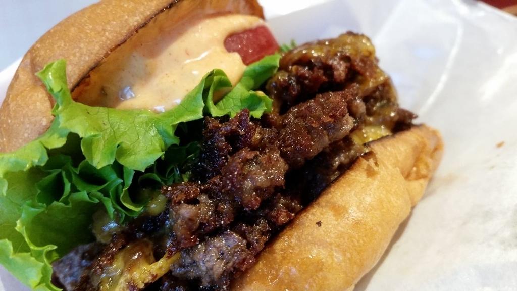 記事トップのハンバーガーのアップ