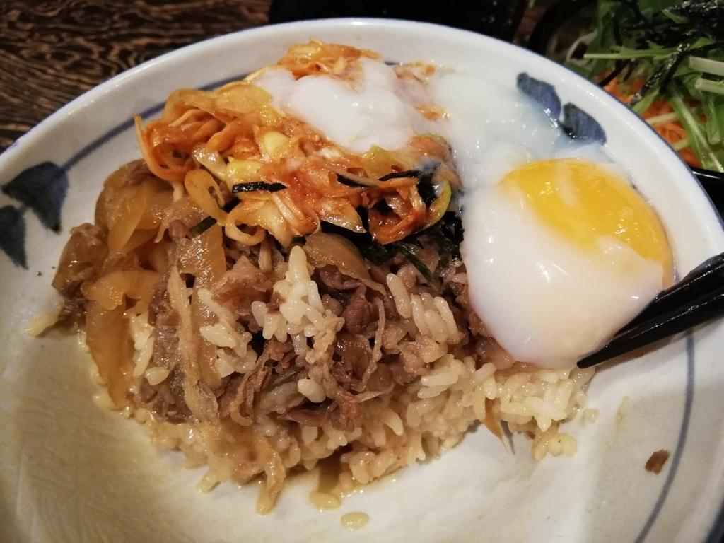 温泉卵とキムチを入れた牛力丼特丼