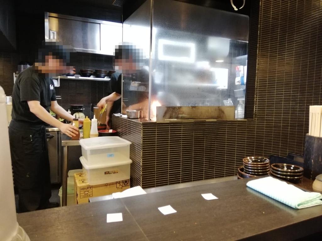 焼肉丼たどんの調理場