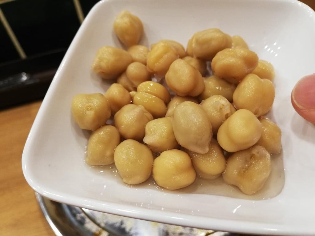 高田馬場『プネウマカレー』のひよこ豆のピクルス