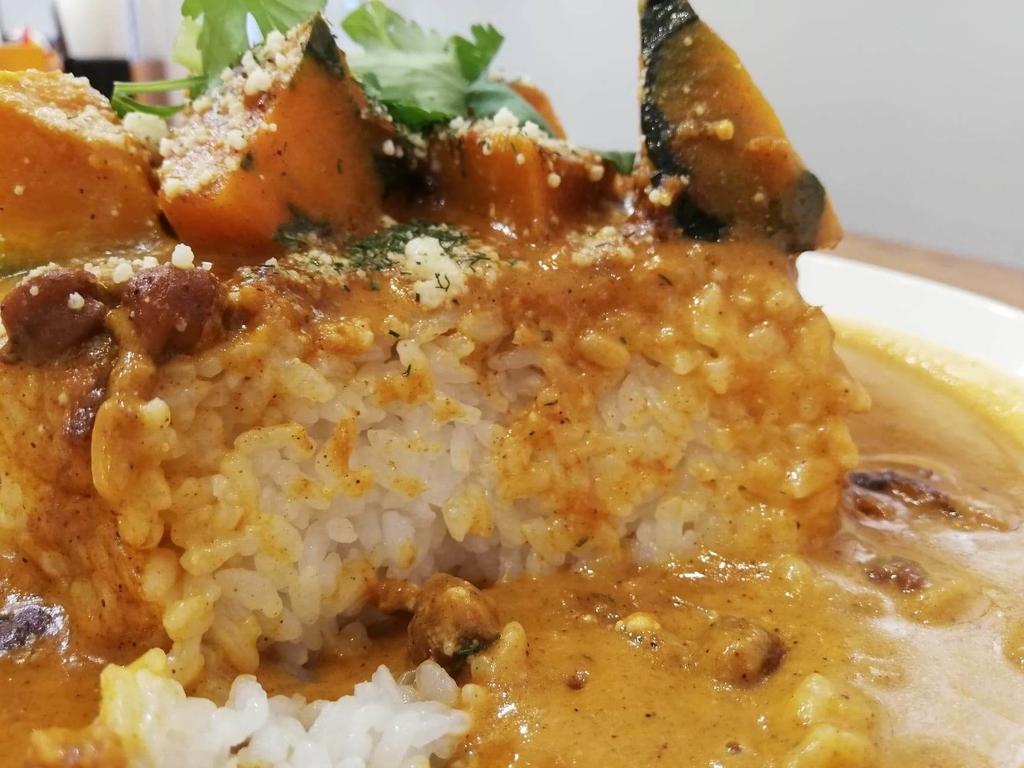 ヤミツキカリー西池袋店のホクホクかぼちゃのチーズカリー特盛のライス断面
