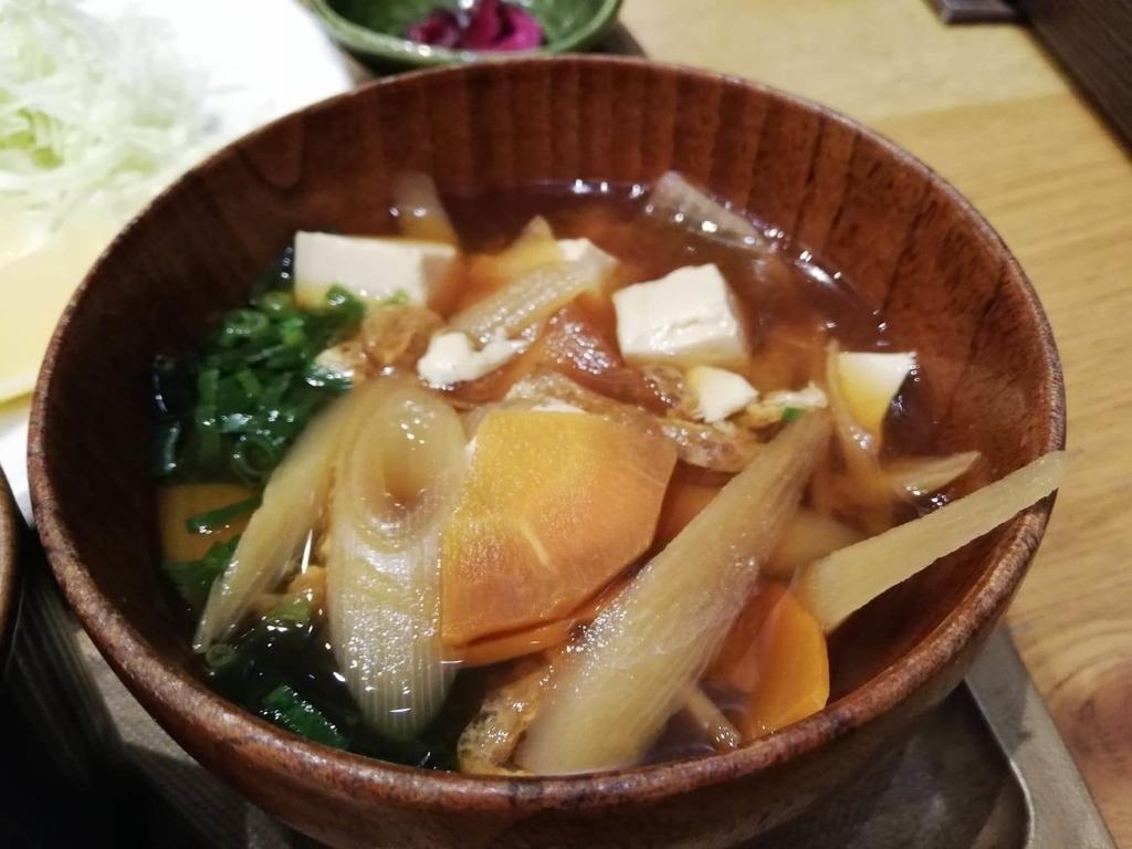 秋葉原『おむすびのGABA』のマウンテンヤンニョムチキン定食の味噌汁