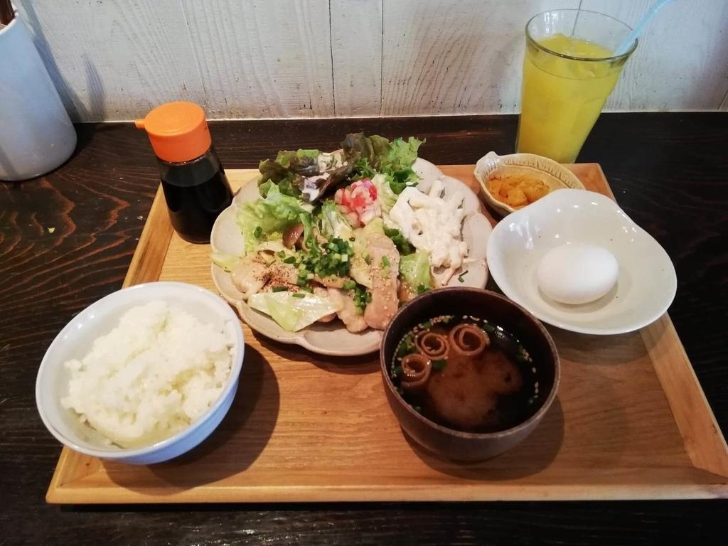記事トップの、北千住『あさり食堂』の豚肉としめじの味噌バター炒め定食