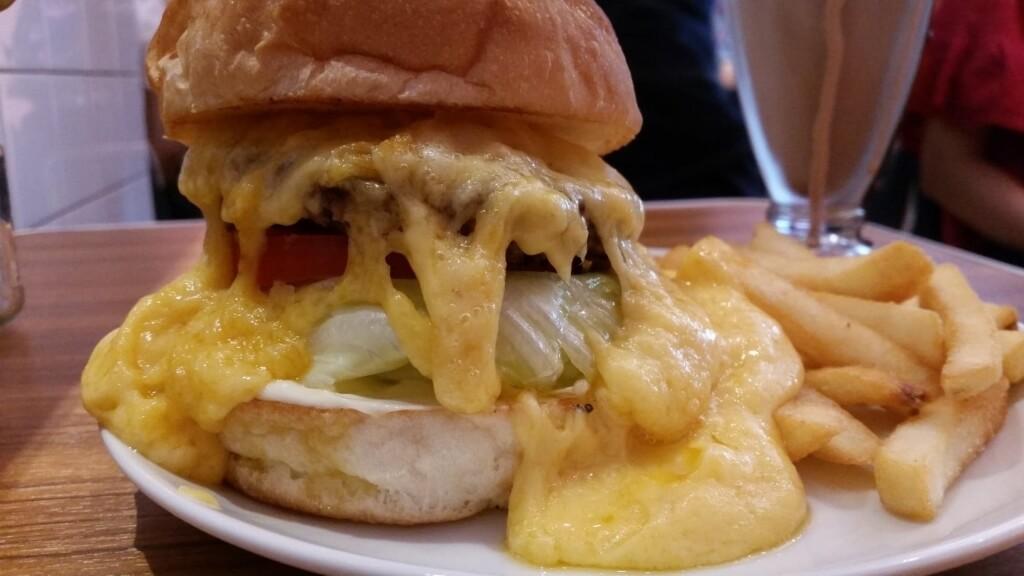 上野『バーガークレイン(BURGER&MILKSHAKE CRANE)』のスーパーチーズバーガー