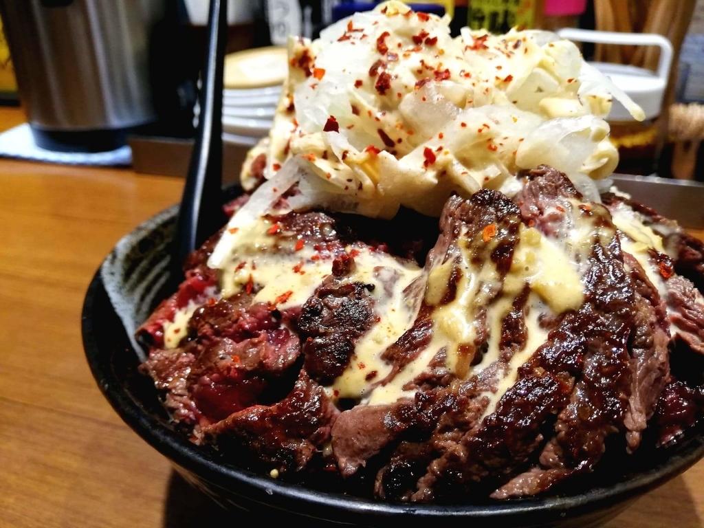 記事トップの、秋葉原『1ポンドのステーキハンバーグ タケル』の旨馬丼
