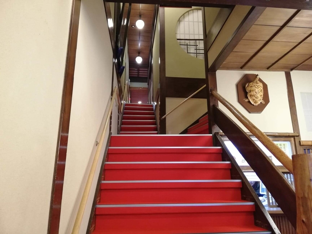 長崎『吉宗本店』の二階部分へ続く階段の写真