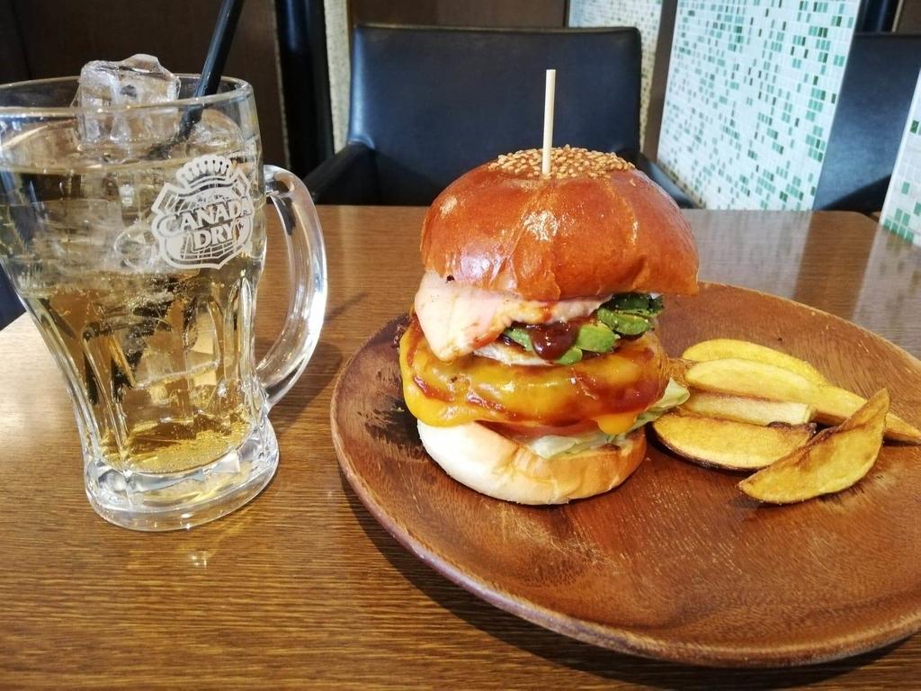 聖蹟桜ヶ丘『cafe GARDEN(カフェ ガーデン)』のGARDENバーガーの写真①