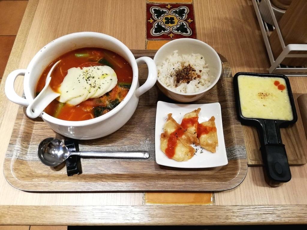 新宿ミロード店『太陽のトマト麺withチーズ』の、太陽のチーズラーメン with 魅惑のラクレットのセット写真