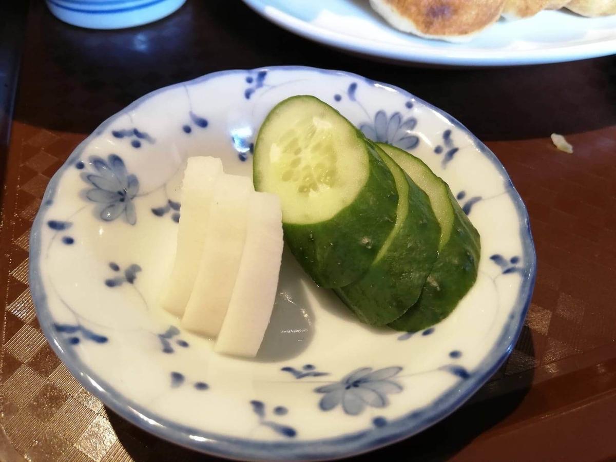 亀有『ホワイト餃子』の漬物の写真