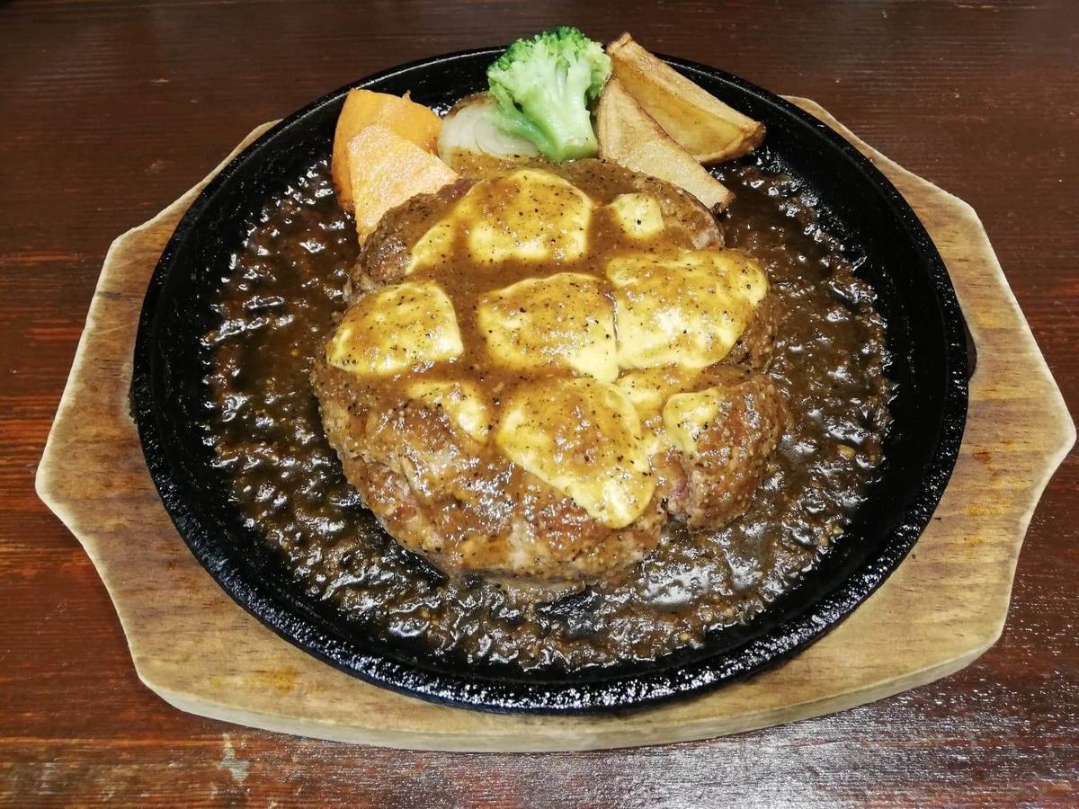 池袋『札幌牛亭』の、平日ランチタイム限定ハンバーグステーキセットのハンバーグ単品写真