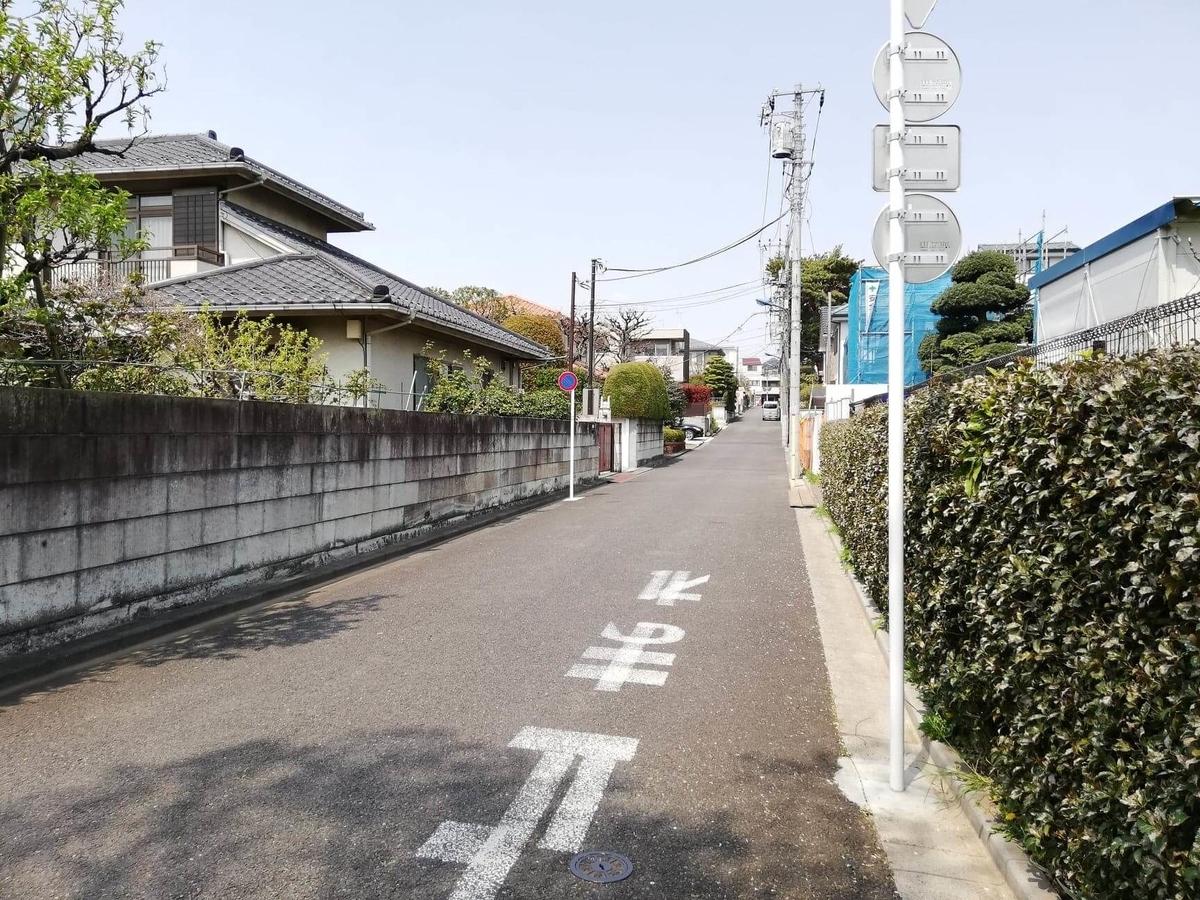 『石神井公園』の石神井池近くにある住宅街の写真