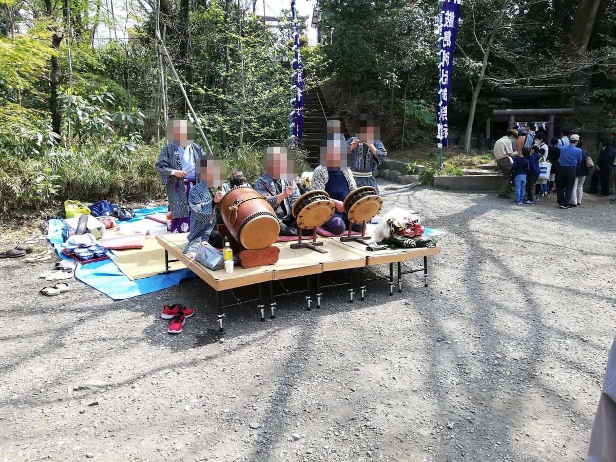 『石神井公園』の厳島神社で行なっているお囃子の写真