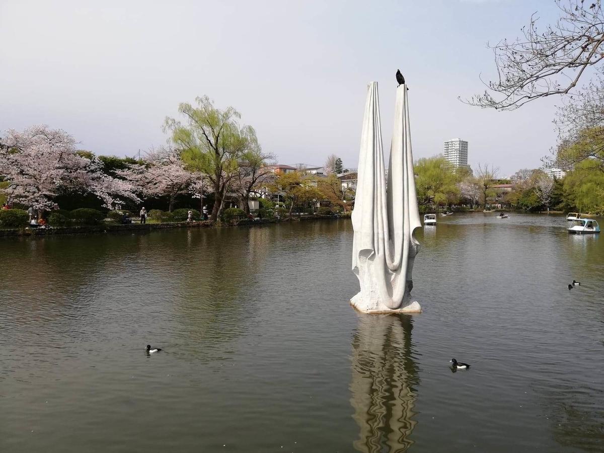 『石神井公園』の石神井池にあるモニュメントの写真