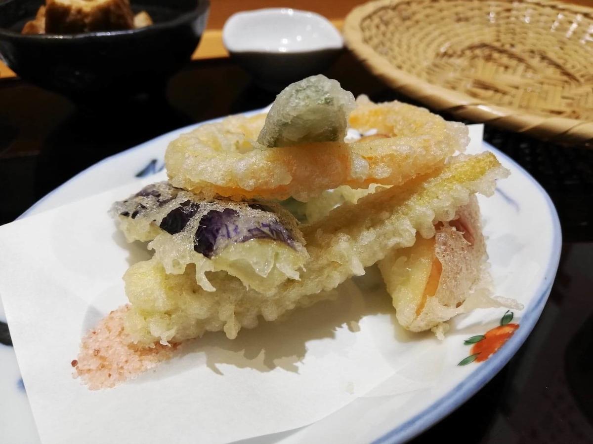 稲田堤『石づか』の天ぷら盛り合わせの別角度の写真