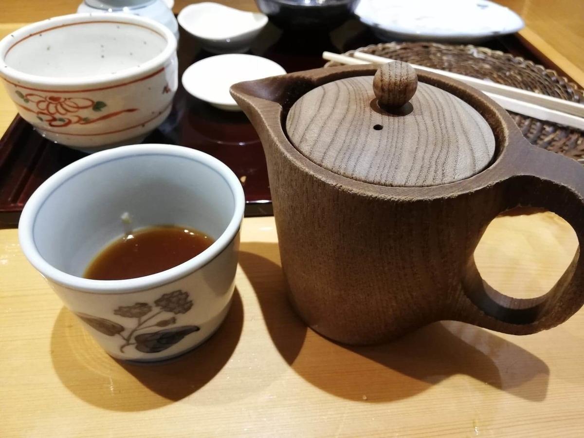 稲田堤『石づか』の蕎麦湯の入れ物写真