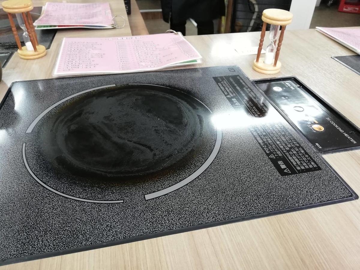 江古田『ふくふく食堂』の客席コンロの写真
