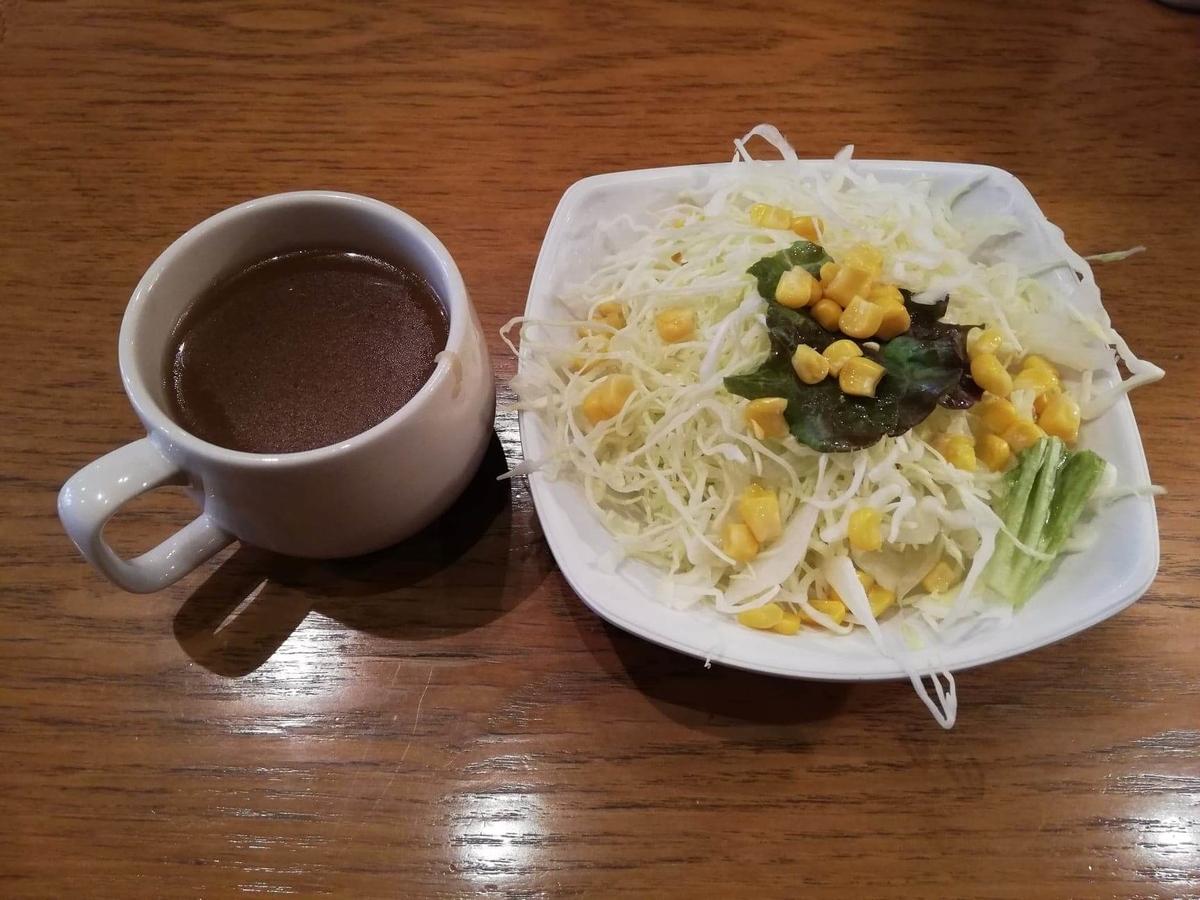 立川『トスカーナ』の、サラダとスープの写真
