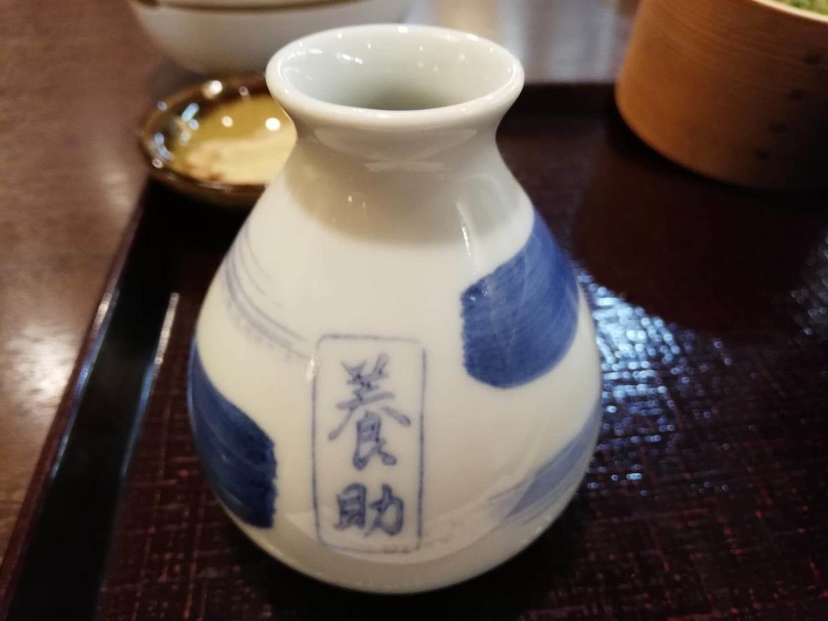 稲庭うどん『佐藤養助』秋田店の、温玉肉味噌つけうどんのダシの写真