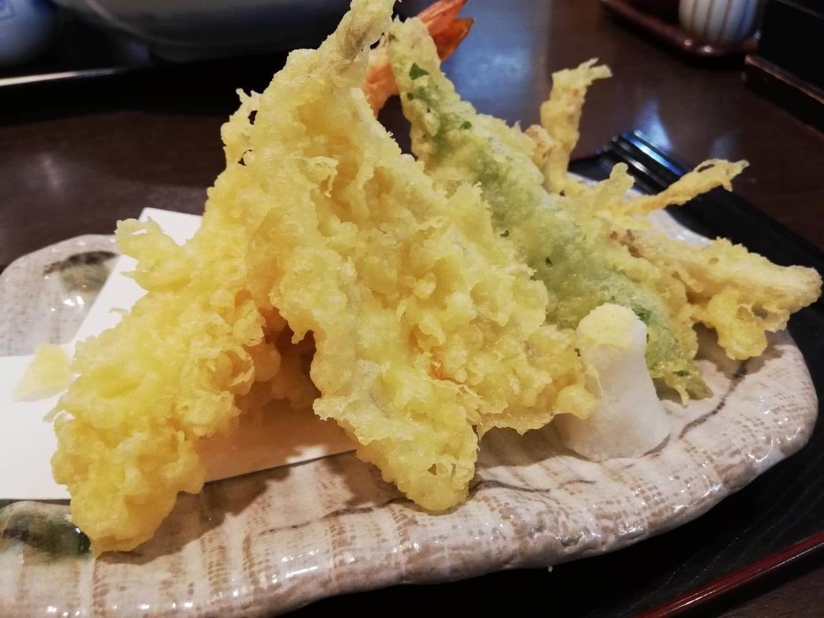 稲庭うどん『佐藤養助』秋田店の天ぷら盛り合わせの写真①