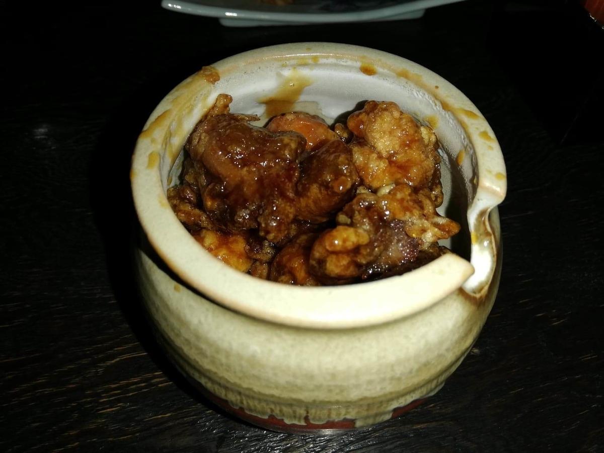 『秋田きりたんぽ屋大町分店』の、比内地鶏のマタギ揚げの写真②