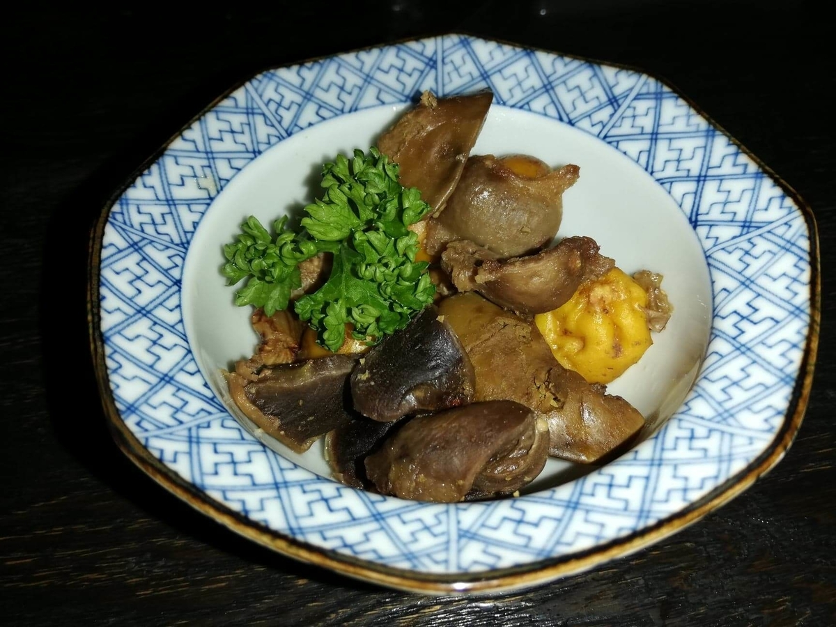 『秋田きりたんぽ屋大町分店』の、比内地鶏とりモツ煮の写真