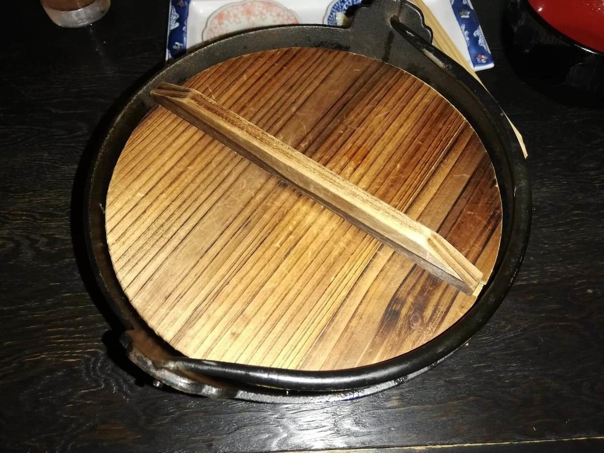 『秋田きりたんぽ屋大町分店』のきりたんぽ鍋の写真
