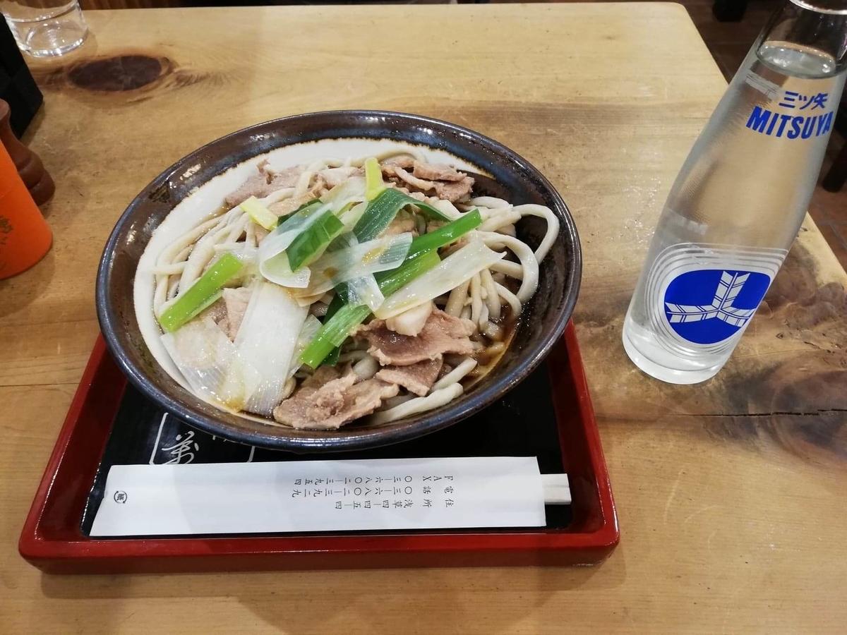 『浅草角萬』の、冷やし肉南蛮とサイダーの写真