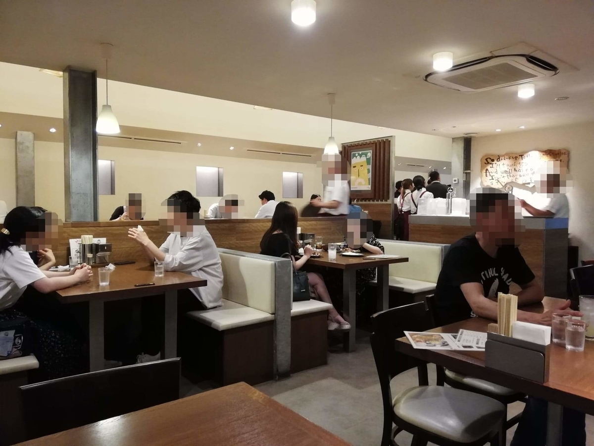 香川県高松市『骨付鳥一鶴』の店内写真④