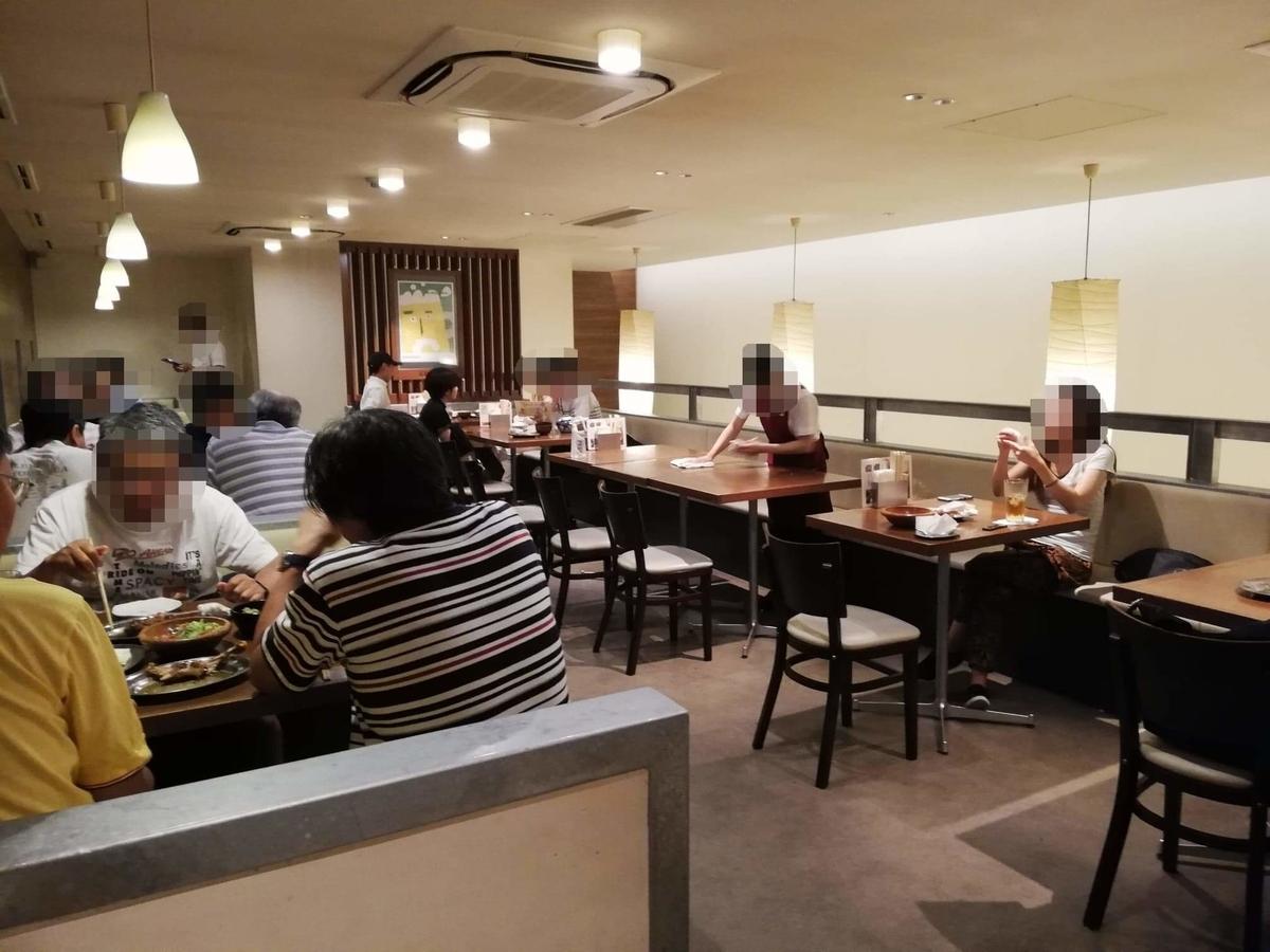 香川県高松市『骨付鳥一鶴』の店内写真⑤
