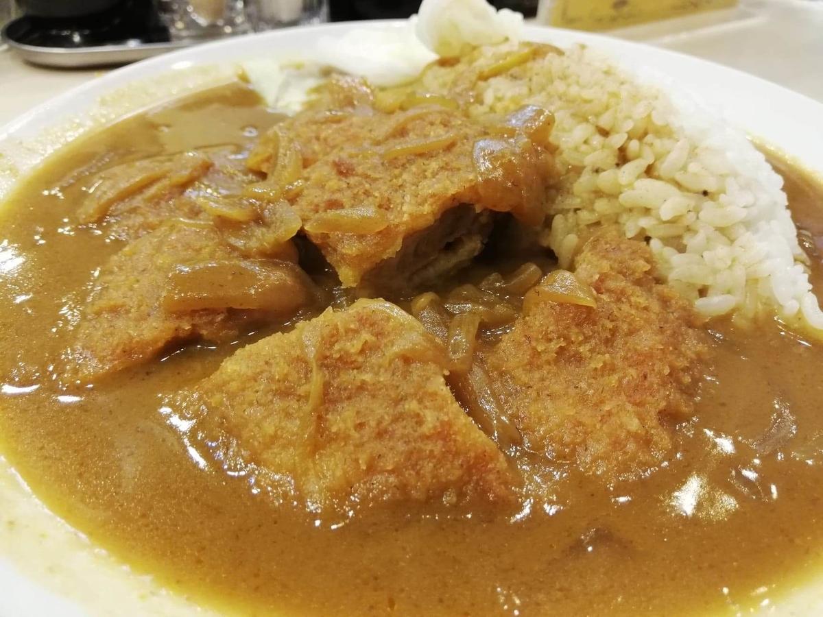 記事トップの、香川県高松市『洋食おなじみ』のチキンカツカレーの写真
